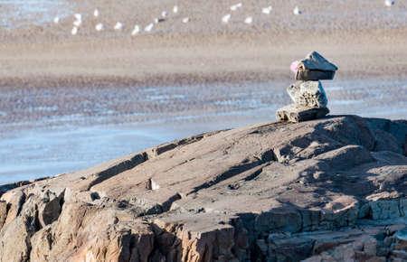 미국 메인 해안선에 돌 쌓여