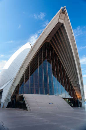 Fornt view of the opera house in sydney, Australia