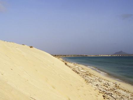 overheating: Sand dunes on tropical beach