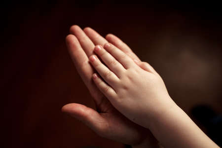 palms of adult and child 版權商用圖片