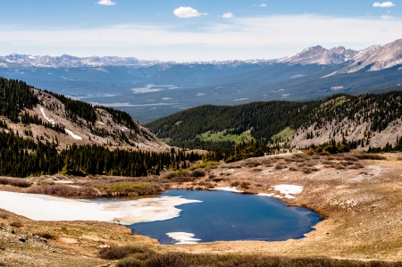mountain vista from top of cottonwood pass looking to Taylor Reservoir with small lake in foreground Reklamní fotografie