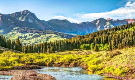 Mountain vista with Slate river in foreground near Crested Butte Colorado 스톡 콘텐츠