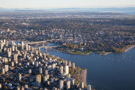 Beautiful Aerial View of Vancouver Downtown, British Columbia, Canada, during a bright spring sunset. 版權商用圖片