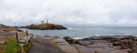 Panoramic view of a viewpoint on an Atlantic Ocean Coast near a lighthouse. Taken in Nubble Lighthouse, York, Maine, United States. Imagens
