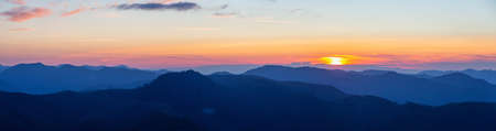 Beautiful Panoramic View of American Mountain Landscape during a vibrant and colorful summer sunset. Taken from Sun Top Lookout, in Mt Rainier National Park, South of Seattle, Washington, USA. 스톡 콘텐츠