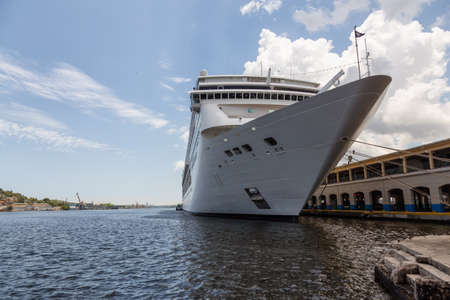 Big Cruise Ship parked at the Havana Port, Capital City of Cuba. Taken during a cloudy and sunny day. Banco de Imagens