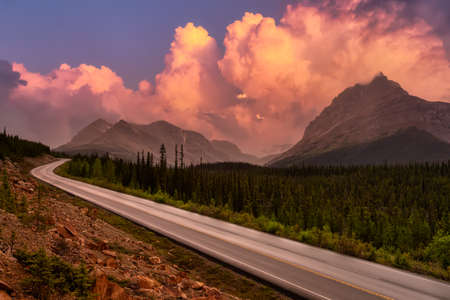 Scenic Road in the Canadian Rockies. Vibrant Colorful Sunset Clouds Art Render. Taken in Icefields Parkway, Banff National Park, Alberta, Canada. 版權商用圖片