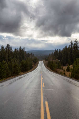 Scenic Road in the interior of British Columbia, Canada. Rainy Summer Day. Standard-Bild