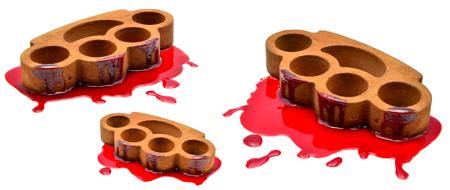 pandilleros: Nudillos de latón con sangre sobre un fondo blanco
