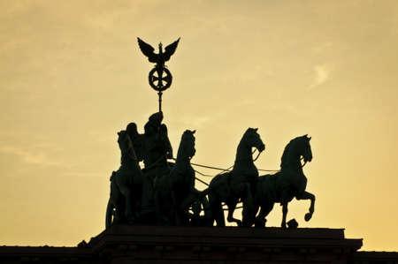 neocl�sico: Brandenburger Tor hito en Berl�n, Alemania, como un arco de triunfo neocl�sico