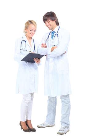 bata de laboratorio: un joven médico y la enfermera de trabajo