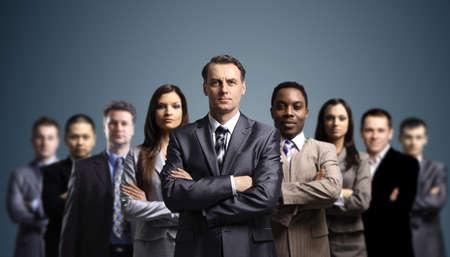 lideres: Jóvenes hombres de negocios atractivo Foto de archivo