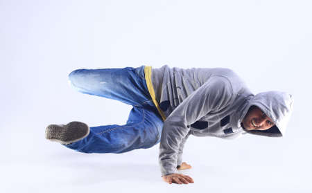 bailarin hombre: Hombre joven guapo fresca con ropa de estilo breakdance.