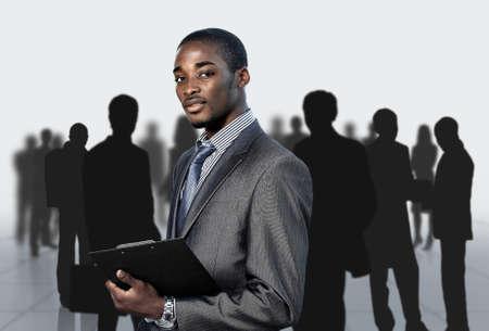 Afro-Amerikaanse zakenman met zijn team Stockfoto