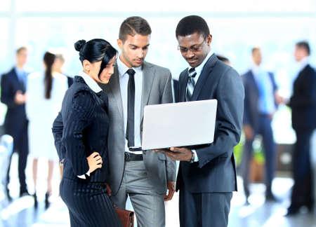Succesvolle bedrijfsmensen die samenwerken Stockfoto