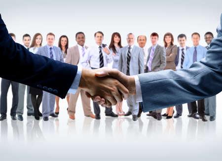 vers  ¶hnung: Handshake auf betriebswirtschaftlichen Hintergrund isoliert Lizenzfreie Bilder