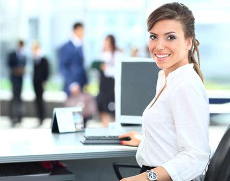 Moderne Business-Frau im Büro Lizenzfreie Bilder