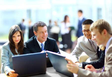 Réunion d'affaires - le travail gestionnaire de discuter avec ses collègues