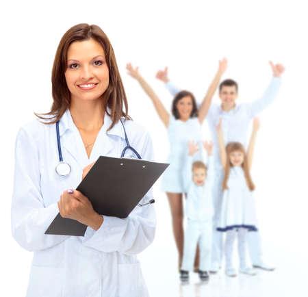 Jeune femme médecin attrayant et famille isolé sur blanc