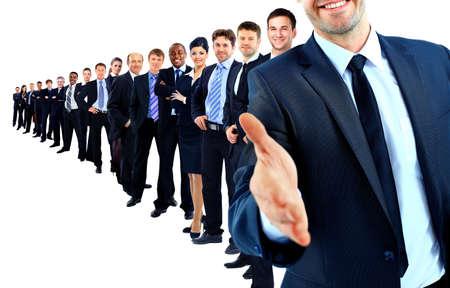 bienvenidos: Unidad de negocio en una fila. l�der con la mano abierta y dispuesto a darte la mano