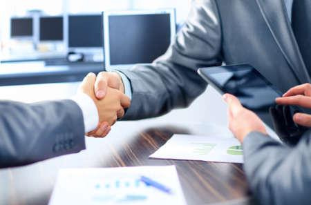 Business-Menschen Händeschütteln Standard-Bild - 25797946