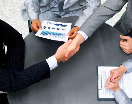 握手のビジネスマン。トップ ビュー