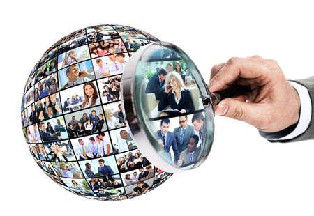 puesto de trabajo: Concepto de recursos humanos, personas lupa buscando Foto de archivo
