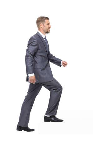 Homme d'affaires en costume suivi sur le fond blanc