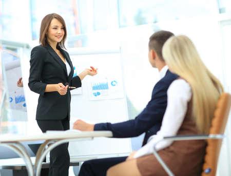 Présentation d'affaires dans le bureau moderne