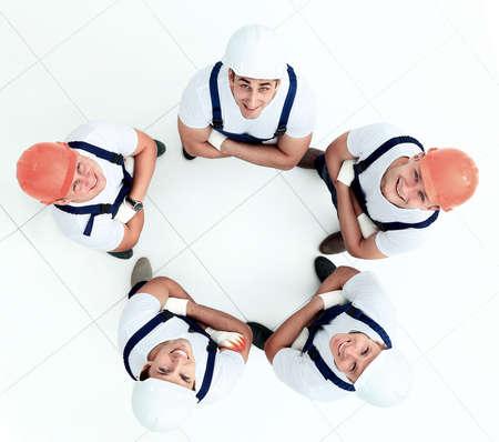 gewerkschaft: Große Gruppe von Arbeitnehmern stehen im Kreis