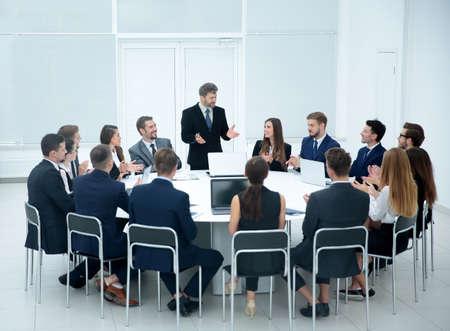 Bijeenkomst Brainstorm Ronde Tafel zoeken Communicatie Discussion Concept Stockfoto