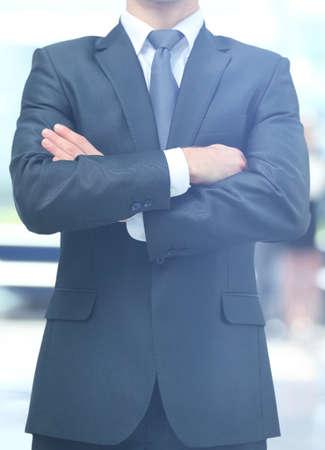 Homme d'affaires debout dans un bureau