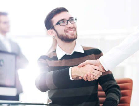 gente exitosa: Successful Business People Shaking Hands With Each Other