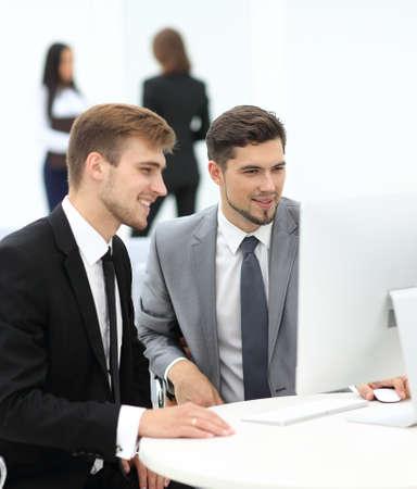 Deux hommes d'affaires prospères