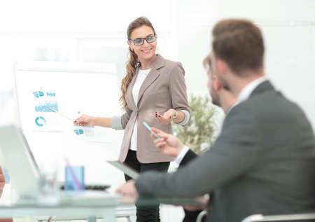 Groep gelukkige en succesvolle zakenmensen die zelfverzekerd zijn Stockfoto - 80153714