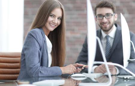 donna Manager comunica con il cliente