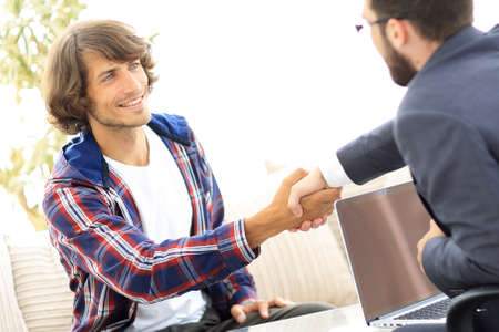 manager shakes hands with his client Foto de archivo