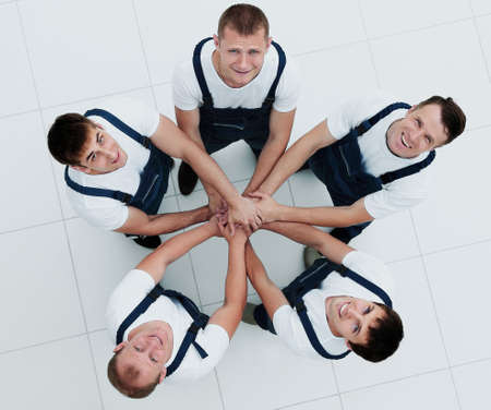 renew.: Large group of workers standing in circle