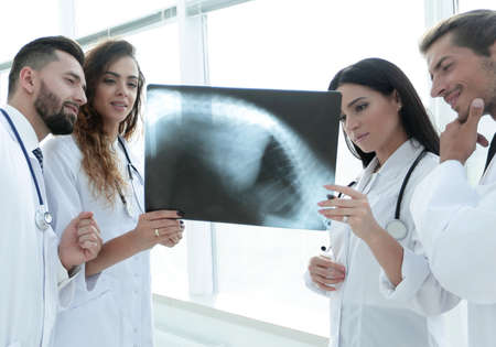 group of doctors discussing an x-ray.