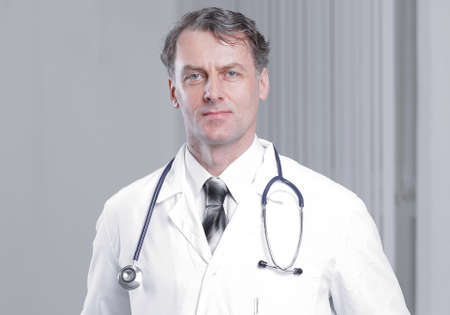 confident adult doctor looking at the camera. Banque d'images