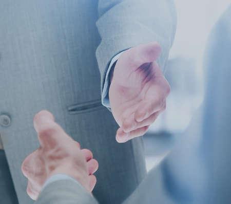 Close up of businessmen shaking hands Banque d'images