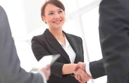 Businesswoman shaking hands with a businssman during a meeting 版權商用圖片