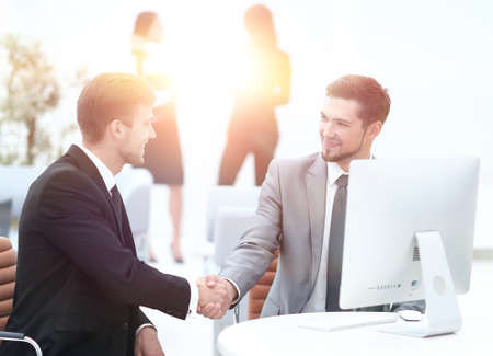 handshake Manager and the client in the office. Standard-Bild
