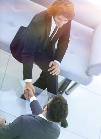 handshake Manager and the client in the office Banque d'images