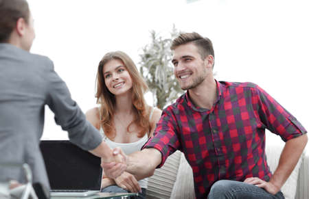 woman psychologist greets the customer before the beginning of the family session. Stockfoto - 99685159