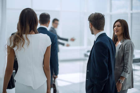 group of business people standing in the lobby of the office Banco de Imagens
