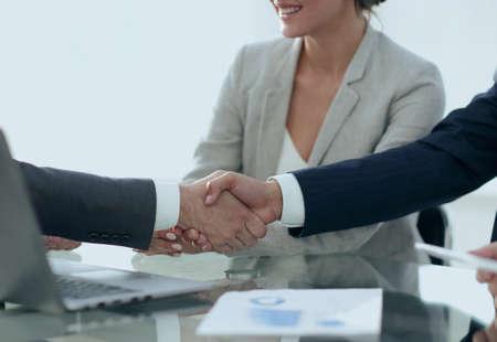 apretón de manos confía de socios de negocios Foto de archivo