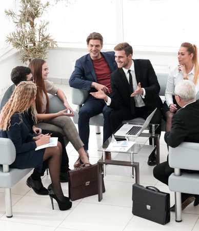 business partners negotiate in the presence of a business team. 版權商用圖片