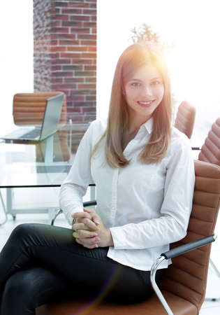 portrait of modern business woman sitting on a chair Banque d'images