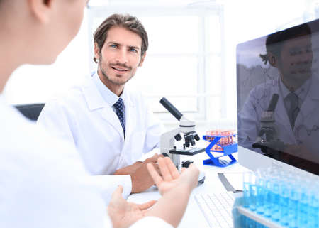 A beautiful laboratory woman is tested and experimented Banque d'images